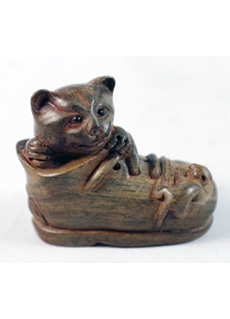 19th Century Japanese Netsuke Cat in Boot