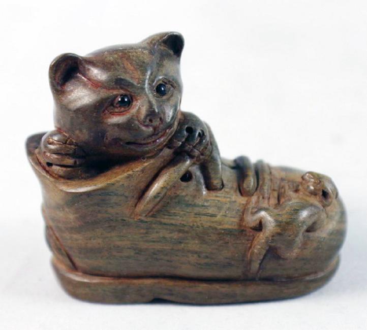 19th Century Japanese Netsuke Cat in Boot